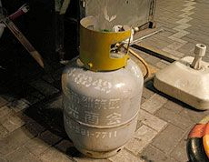 Gas Can to run cooker Yatai: Tokyo's Mobile Food Bars | PingMag : Art, Design, Life – from Japan  http://pingmag.jp/2008/02/28/yatai/