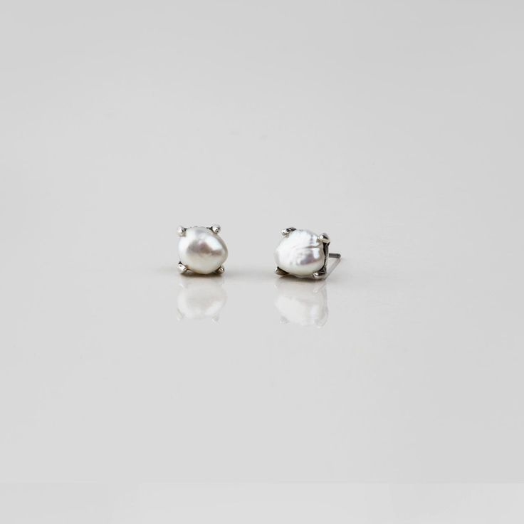 #miglio Petite Luxe Stud Earrings - Petite stud earrings in burnished silver plating adorned with lustrous white freshwater pearls E2770