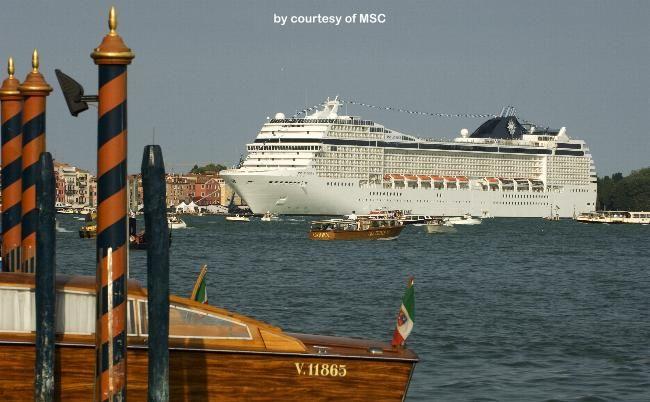 MSC MUSICA. (at Venezia). Ιδιοκτησία: MSC Crociere - Italy. (Subcidiary of the Swiss MSC-Contaner Lines). Διαχείρηση: MSC Cruises. Παρθενικό ταξίδι στις 01/07/2006. 92.409 GT ~ 293,80 μ.μ. ~ 32,20 μ.πλάτος ~ 11 κατ/τα ~ 23 knots ~ 2.550 ~ 3.223 επ. ~ 987 ατ. πλ.