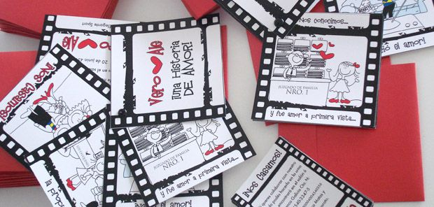 Una tarjeta que cuenta la historia de amor de los novios... Romántica, original y super simpatica!