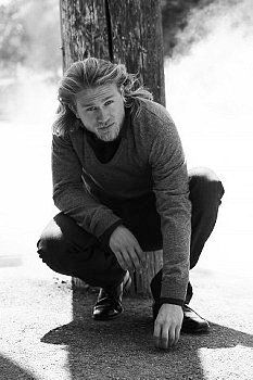 Charlie Hunnam ... omg, so in love with him right now. What have you done to me Sons of Anarchy? ;)