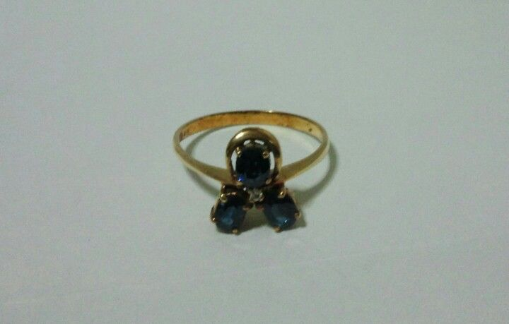 *Sapphire -- Antique Gold Ring -- in Stuffonline.ecrater.com