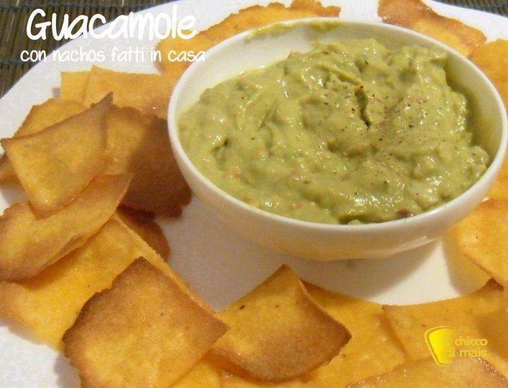 Nachos al forno (ricetta tex-mex). Ricetta per preparare in casa i nachos al forno, patatine di mais messicane da accompagnare a salse varie.