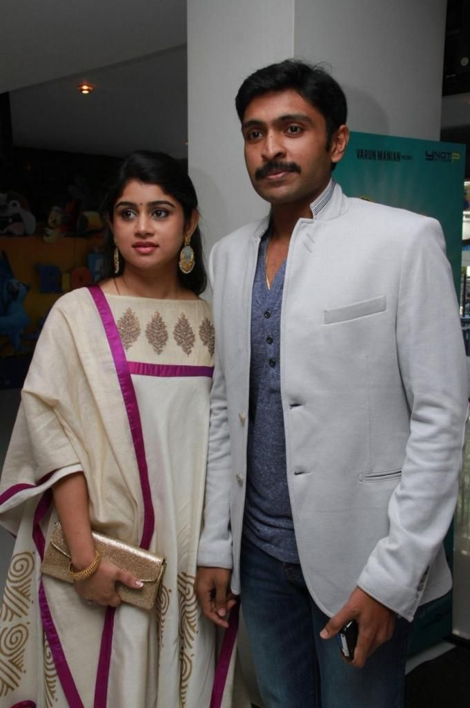 Vikram Prabhu With his Wife at Vaayai Moodi Pesavum Audio Launch