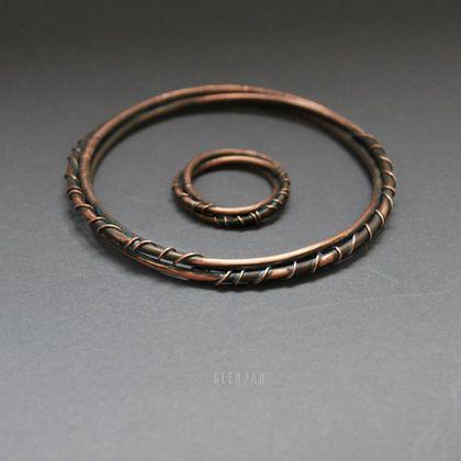 Купить или заказать Кольца-подвески Eterna в интернет-магазине на Ярмарке Мастеров. Парные медные кольца с патиной. Размеры: 15,5-16 и 18,5-19. Также можно носить в качестве подвесок на цепочке. Могут стать отличным подарком для пары или лучших друзей. Браслет Eterna: www.livemaster.ru/item/7257189 ...................................................................................................... Перед покупкой прочитайте, пожалуйста, правила магазина: www.livemaster.