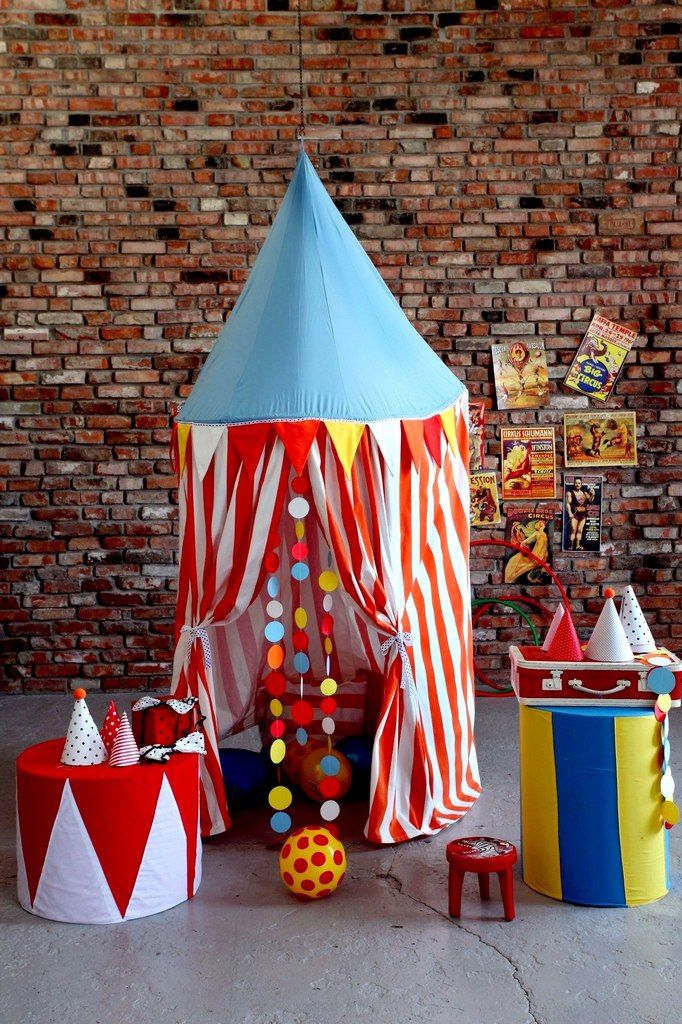 My circus decorations for photo studio Ideas for the photo booth. & 771 best Circus costumes u0026 photoshoots images on Pinterest ...