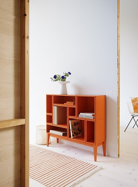 cute bookcase. i bet i know someone who could make this for me.