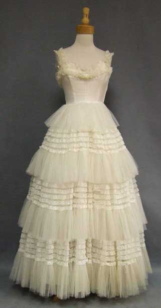 1950s Ivory Lace and Tulle Wedding Dress.