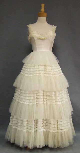 GORGEOUS Ivory Lace & Tulle 1950's Wedding Dress VINTAGEOUS VINTAGE CLOTHING