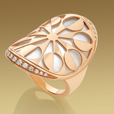 eden bulgari ring in 18 kt pink gold with mother of pearl and pav