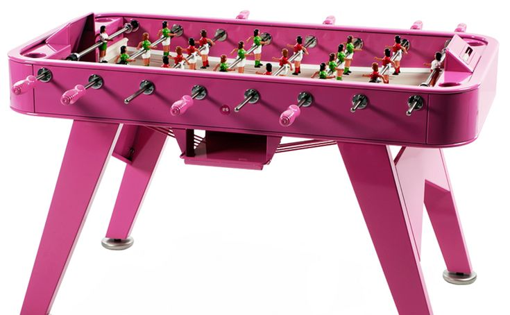 Pink table.. lady players :) Love