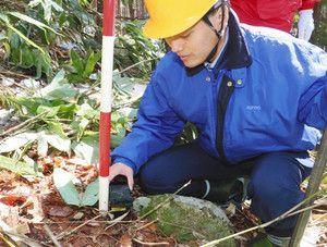 ICチップ入りの境界くい打ち込む 高山の山林:岐阜:中日新聞(CHUNICHI Web)
