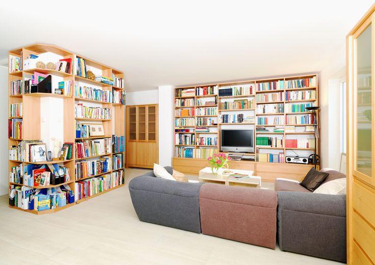 In diese #Regalwand aus #Buche mit Eckregal passen all Ihre Bücher.   © www.buchenblau.de