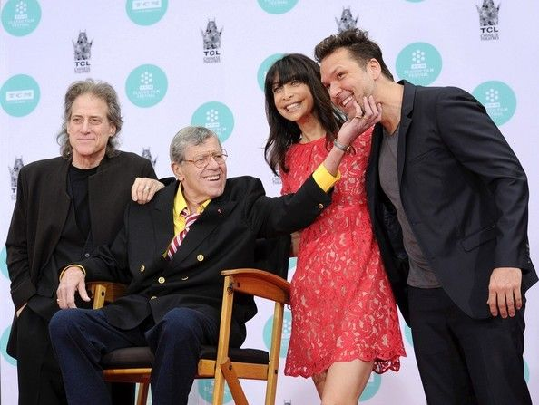 Jerry Lewis Photos - Jerry Lewis Hand and Footprint Ceremony..TLC Chinese Theatre, Hollywood, CA..April 12, 2014..Job: 140412A1..(Photo by Axelle Woussen/Bauer-Griffin)..Pictured: Richard Lewis, Jerry Lewis, Illeana Douglas and Dane Cook. - Jerry Lewis Hand and Footprint Ceremony