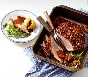 Das Rezept für Uschis Schweine-Krustenbraten mit Klößen und Wirsing und weitere kostenlose Rezepte auf LECKER.de