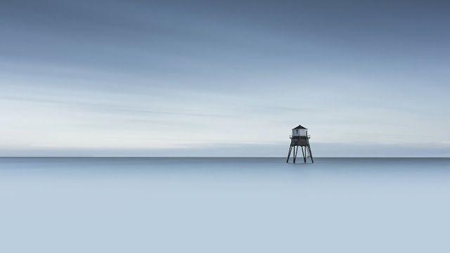 """""""Dovercourt 1"""" por Neil Burnell. #arte #fotografia #minimalismo #foto #azul #iconocero"""