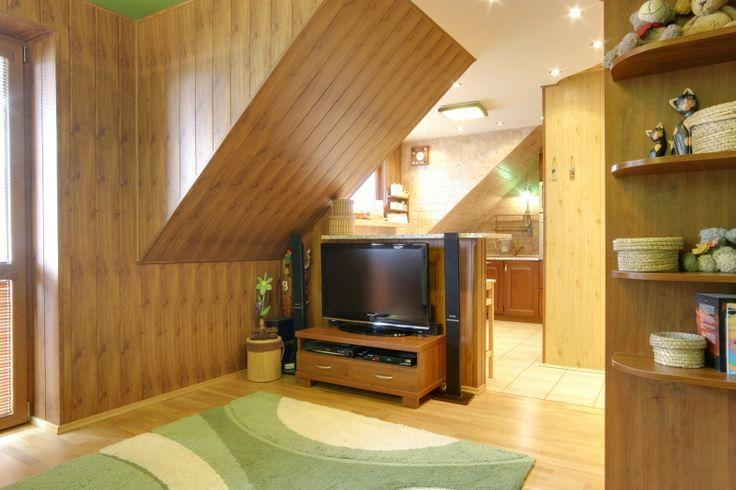 3 pokoje w Łasku - osiedle na Przylesiu. Mieszkanie środkowe, zlokalizowane na trzecim piętrze w czteropiętrowym bloku z cegły z balkonem, po kompleksowym remoncie(w tym nowe instalacje i okna PCV) . Ciepłe i słoneczne  W cenie mieszkania zabudowa kuchni, wraz ze sprzętem AGD, 3 szafy typu komandor, wyposażenie łazienki ( inne meble do uzgodnienia).
