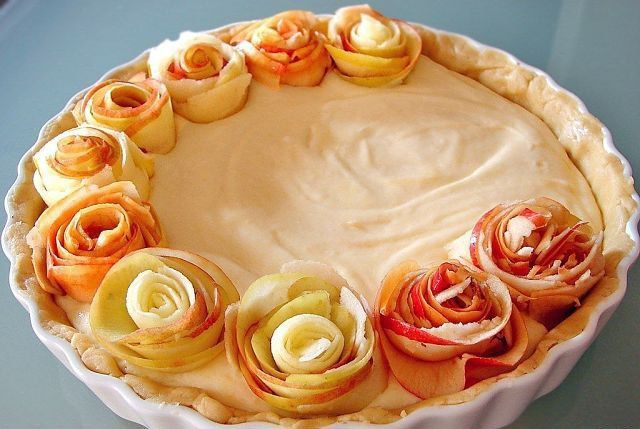 Apple pie with roses. Culinary idea!
