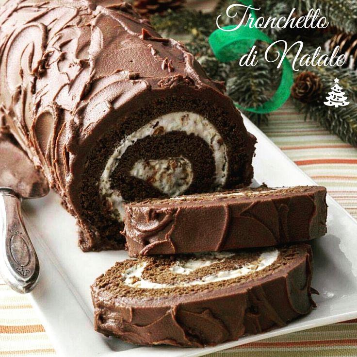 Natale è alle porte così ho deciso di prenderti per la gola con un dolce da proporre a tutta la famiglia. Il tronchetto di Natale al cioccolato e panna