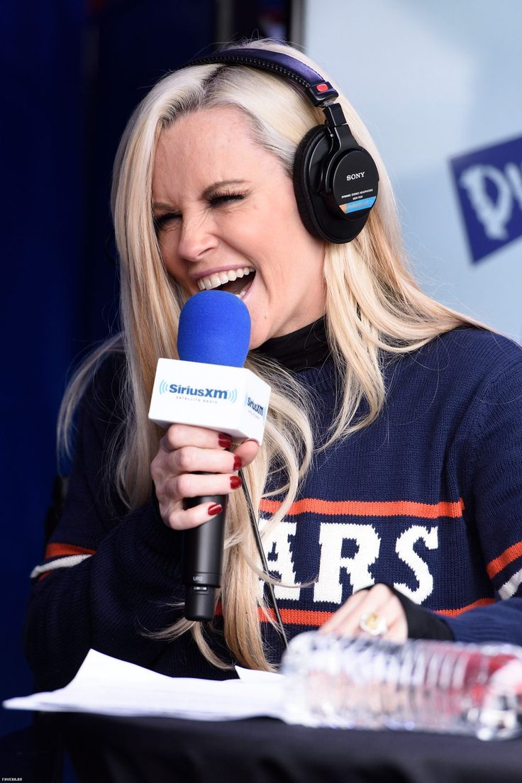 Дженни Маккарти / Jenny McCarthy Hosts Her SiriusXM Show From Grant Park In Chicago, IL Before The NFL Draft