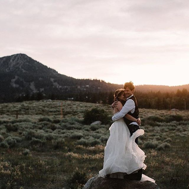 HIT PLAY // Windy cuddles! Head to our blog this evening to check out Jessie and Quinn's epic destination wedding vid via our friends from @lalunecinema. We got goosies something fierce! Photo by @brightwoodphoto