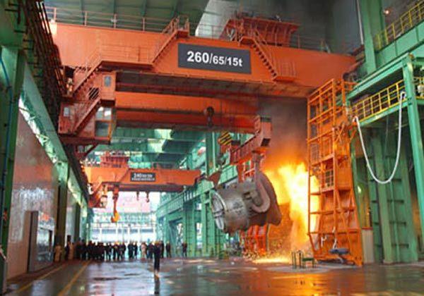 Heavy duty foundry crane from Ellsen: http://overheadcranemanufacturers.com/heavy-duty-overhead-crane/.