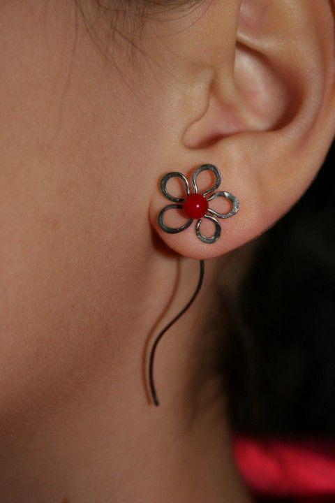 Květinky s červeným korálem... korál náušnice květina květ mořský červený chirurgická ocel hematit hypoalergenní provlékací