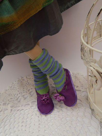 Купить или заказать Тильда Гретхен в интернет-магазине на Ярмарке Мастеров. Очаровательная куколка тильда Гретхен,,выполненная в модном направлении Бохо. Одежда из качественных материалов.Модная сумочка,жилетка,туфельки ручной работы,носочки.Пышная юбка украшенная вырубкой-сердечком.Сшита аккуратно и с большой любовью.Куколка в наличии. Станет изюминкой любого интерьера. Хотите узнавать о моих новых работах первыми – нажмите 'Добавить в круг'.