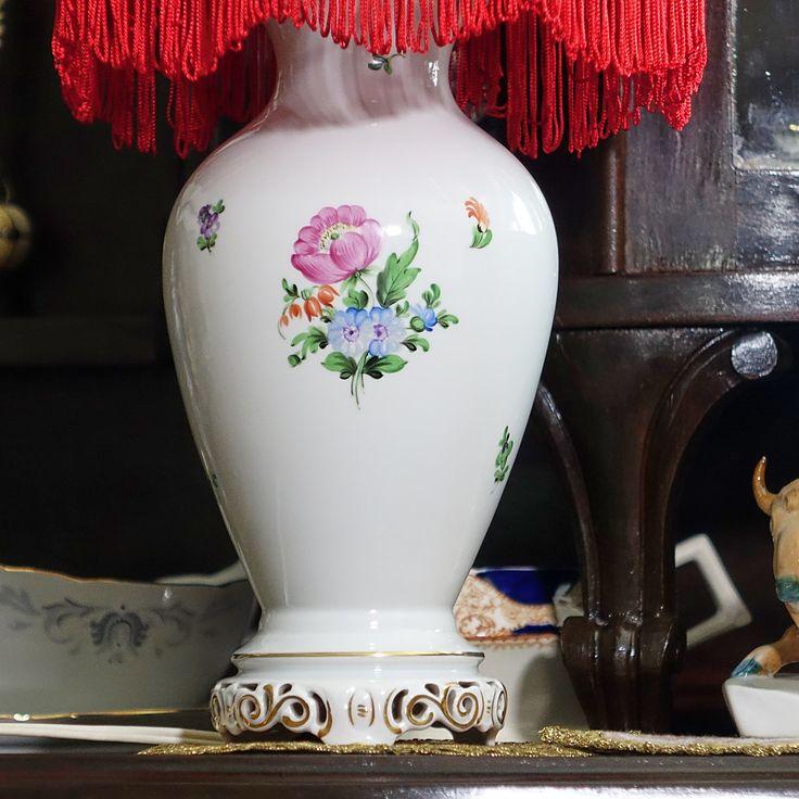 Stolná porcelánová lampa Herend (výška 51 cm). S možnosťou fakturácie. Prepravné náklady  nie sú v cene.