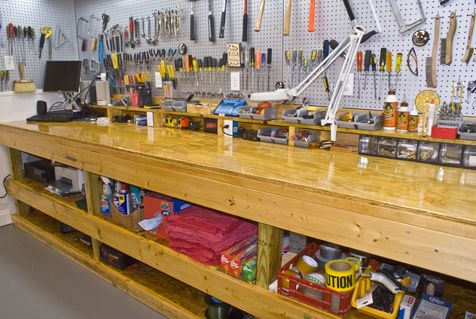 (via Man's Cave - Home Workshop - Basement Designs - Decorating Ideas - HGTV Rate My Space)