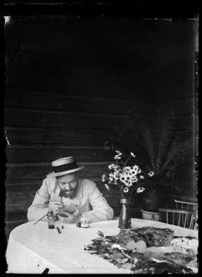 Hugo Simbergin jäljillä — valokuvia, kirjeitä ja luonnoksia Kansallisgallerian kokoelmista