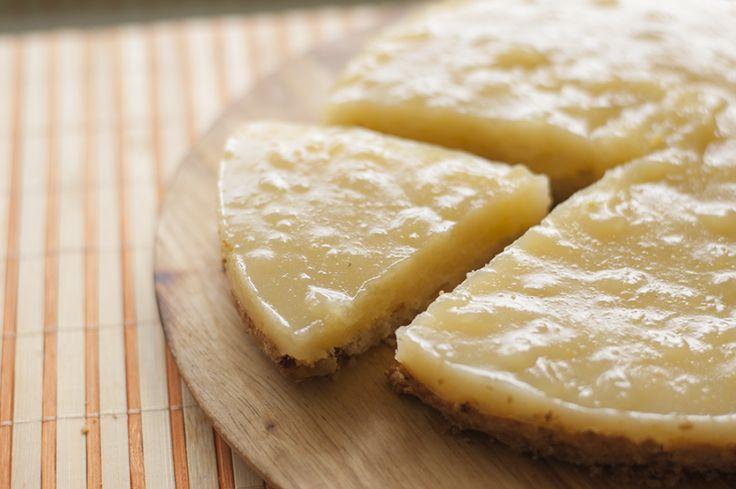 Deliciosa tarta, para cumpleaños si se desea, basada en una crema de limón. Sin huevo, ni leche. Cocina vegetariana, rica y sana. Veganismo