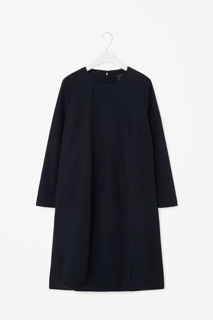Dress with curved seams