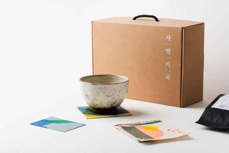 사발커피 Café au bol Ceremony Set  Bowl by Huh Sangwook, 4 silkscreen fabric coasters by Choi Kyungjoo, 200g roasted coffee bean by coffeegamgak & a silkscreen greeting card
