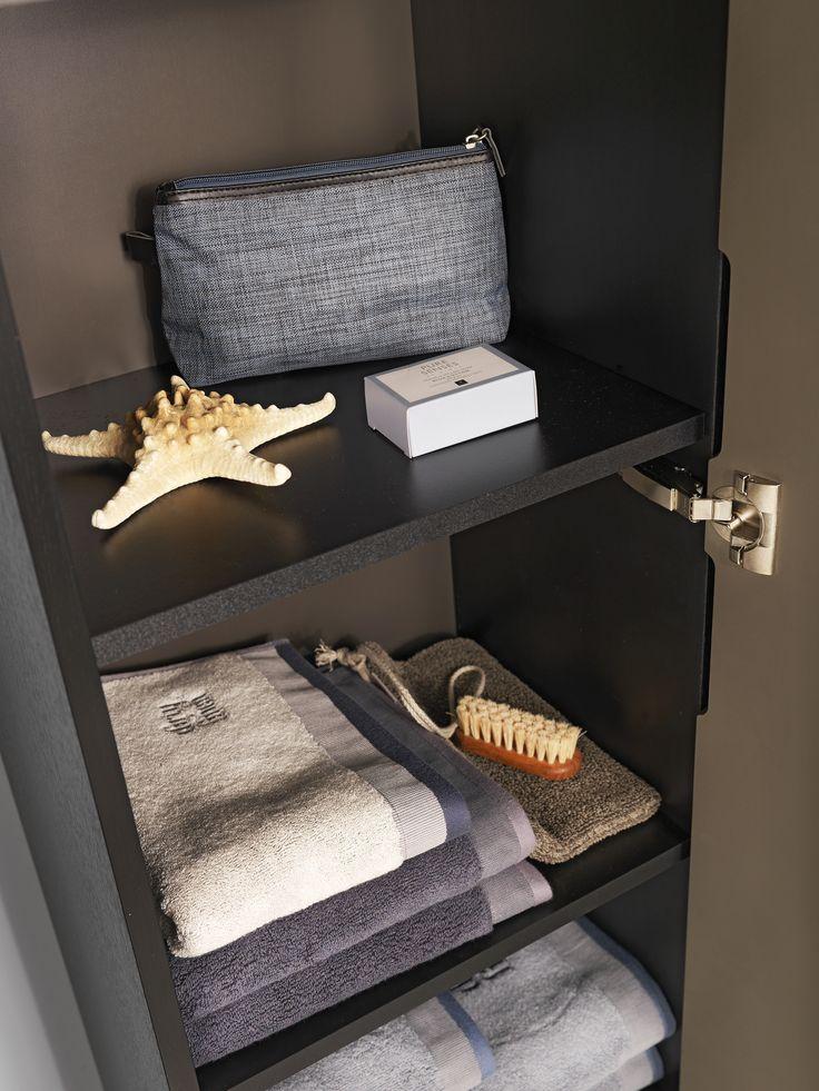 Högskåp ger smart förvaring på liten yta och håller ordning på alla saker som du behöver i badrummet. Kolla in Lagan högskåp i nya färgen varmgrå!