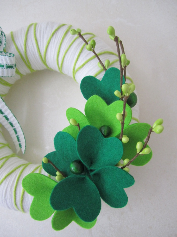 St. Patrick's Day Yarn Wreath. Super cute!