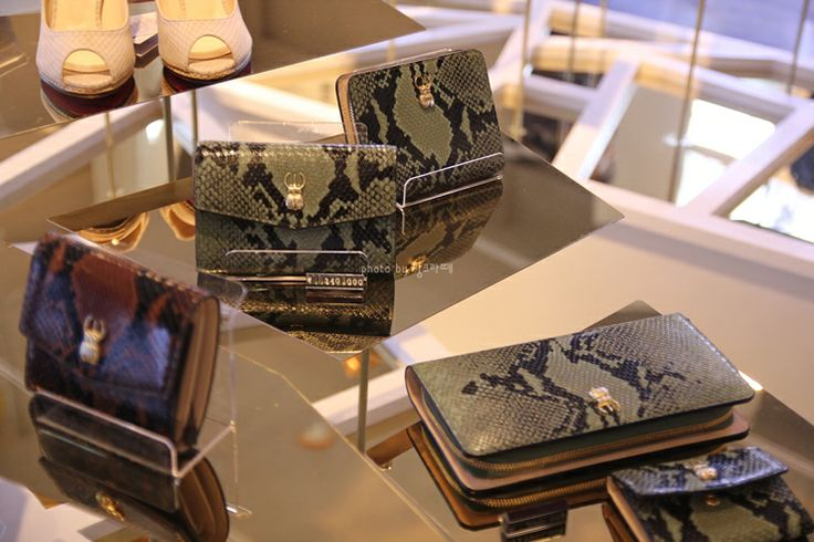 Marja Kurki wallets in Korea. [MARJA KURKI] 마리아꾸르끼 가방 컬렉션 런칭@신사동 가로수길 : 네이버 블로그