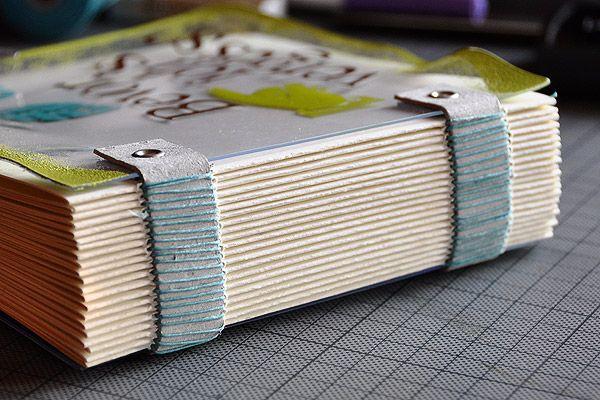 Notizbuch mit Grungeboard-Riemenbindung (Notebook with Grungeboard-strap connection) tutorial