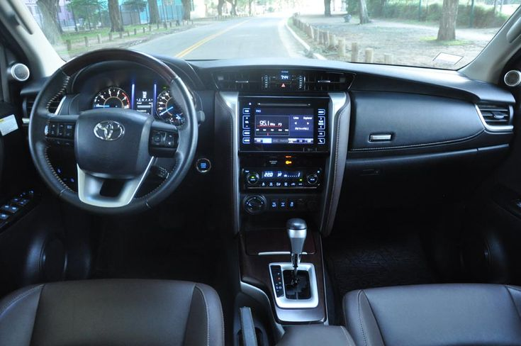 En el garage de Autoblog Toyota SW4 4x4 Automática (con