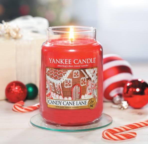Yankee Candle - svíčka Candy Cane Lane střední | Svět bytových vůní