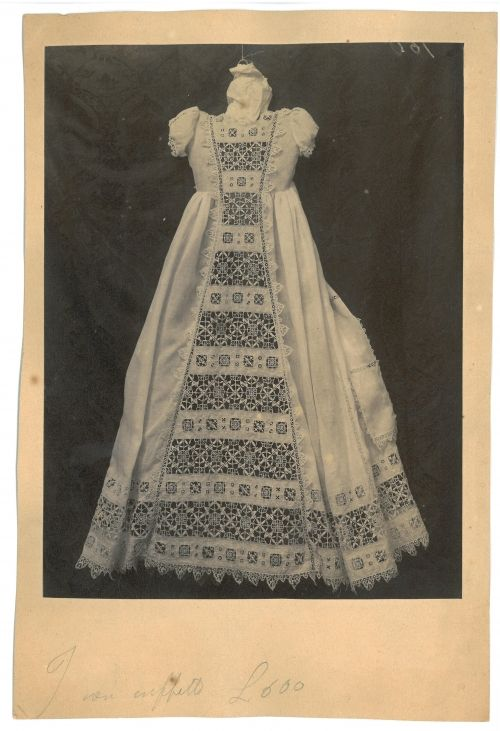 Fotografia di campionario. N193 Abitino per battesimo. Visit this site for MANY examples of Italian lace.