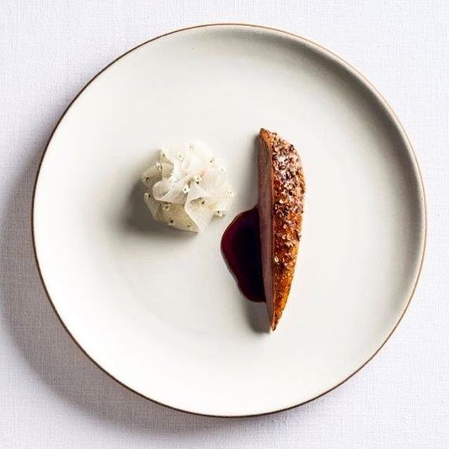 Lavender honey glazed duck with spices, onion & rhubarb. A stunning dish from the three michelin starred restaurant Eleven Madison Park (@elevenmadisonpark) in Manhattan, USA. Photograph uploaded by @danielhumm #gastroart