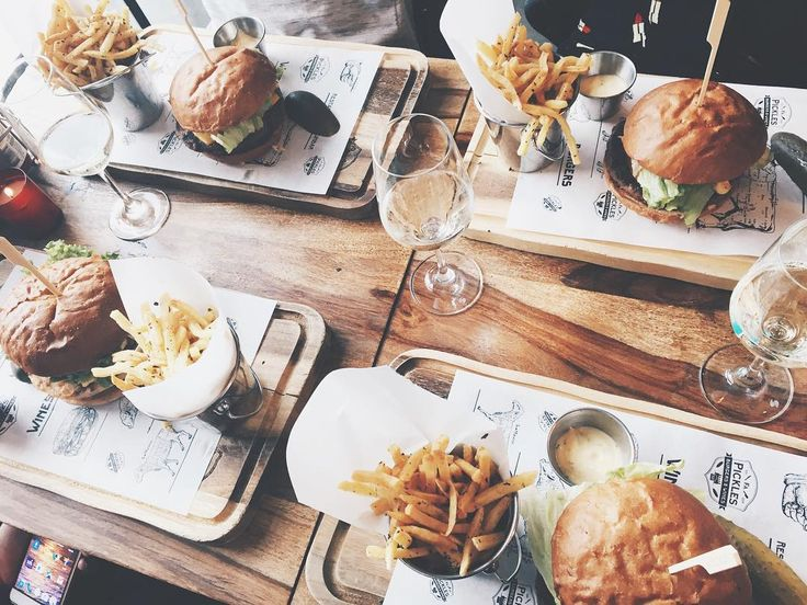 34 vind-ik-leuks, 2 reacties - KARINA (@karinaboer) op Instagram: 'Jammmmburgers 🍔❤️ #burgers #rotterdam'
