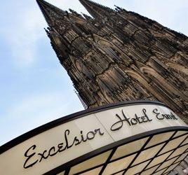 Wer in der weltberühmten Domstadt Köln einen Stopp einlegt, sollte sich unbedingt das Excelsior Hotel Ernst vormerken. Das seit über 150 Jahren familiengeführte 5-Sterne Hotel bietet nicht nur luxuriöse Zimmer mit Blick auf den Kölner Dom, sondern wartet auch mit edler Piano Bar, Michelin-Sterneküche und Concierge-Service auf. Was will ein erfolgreicher schwuler #Sugardaddy mehr? Der MyGaySugardaddy.eu-Tipp für Köln!!