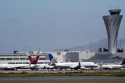Авиадиспетчер предотвратил столкновение пяти пассажирских лайнеров в США       Самолет авиакомпании Air Canada избежал столкновения с четырьмя другими лайнерами в США благодаря действиям диспетчера. Инцидент произошел в аэропорту Сан-Франциско. Пилот воздушного судна при заходе на посадку по ошибке направил его не на взлетную полосу, а на дорожку для руления, где находились другие самолеты.