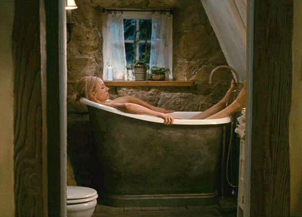 The Holiday movie cottage bathtub