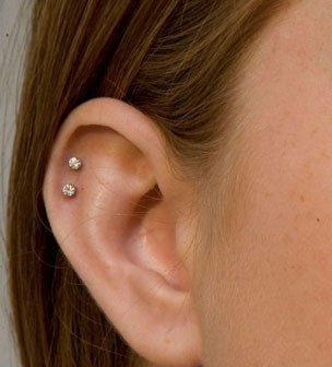 Adventurous Ear Piercings To Try This Summer. Different Types Of Ear Piercings Names And Many Cute Ear Piercing Idea #Earpiercing #Helixpiercing #DoubleHelixPiercing #TragusPiercing