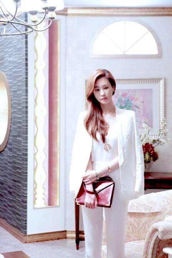 """Những phong cách đặc trưng của """"chủ tịch"""" Lee Da Hae trong Hotel King 30"""