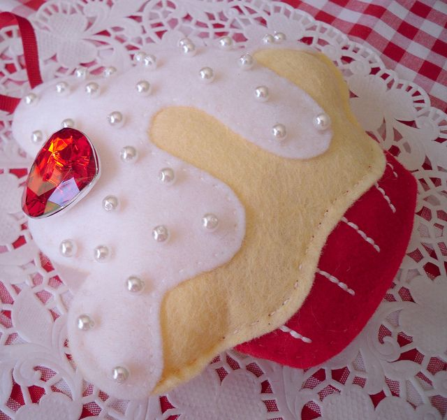 Felt cupcake decoration by Sew Sweet, via Flickr