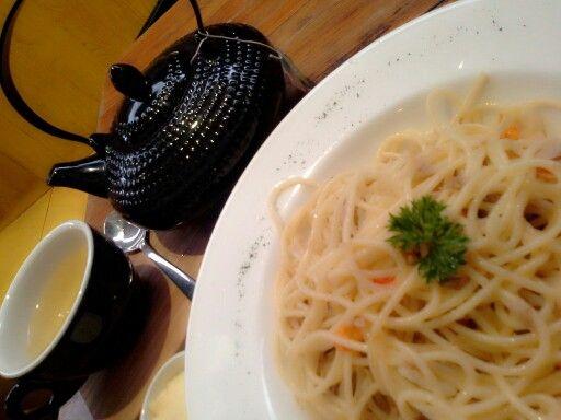 Pasta aglio olio with hot peppermint tea...